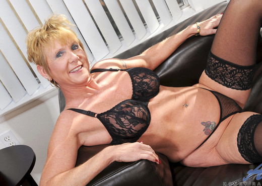 Honey Ray - Black Stockings - MILF TGP
