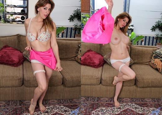 Valarie - Vibrator Fuck - Anilos - MILF Porn Gallery