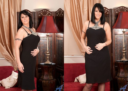 Raven - Sofa - Anilos - MILF Picture Gallery