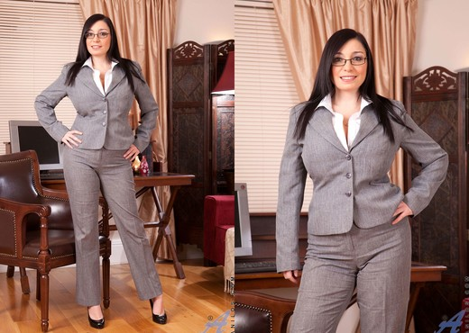 Michelle Bond - Office - Anilos - MILF Hot Gallery