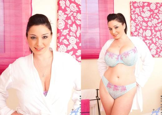 Michelle Bond - Bathtub - Anilos - MILF Sexy Photo Gallery