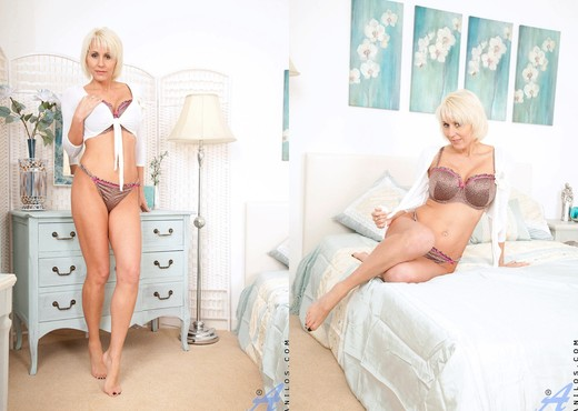 Jan Burton - Bedroom - Anilos - MILF Picture Gallery