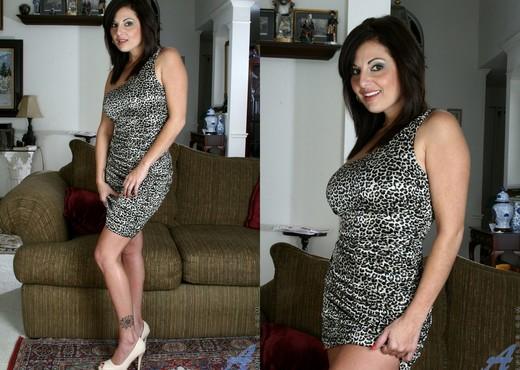 Lola Lynn - Hot Milf - Anilos - MILF Sexy Gallery