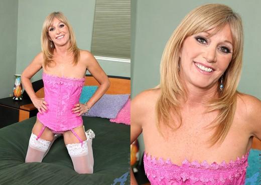 Jessica Sexxxton - Pink Corset - MILF Image Gallery