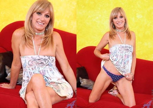 Jessica Sexxxton - Colorful Dress - MILF TGP