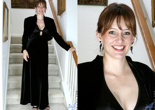 Justine - Evening Wear - Anilos - MILF Nude Pics