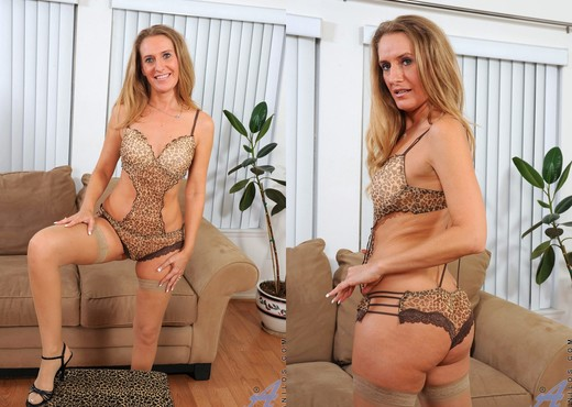 Sara James - Leapord Lingerie - MILF Nude Gallery