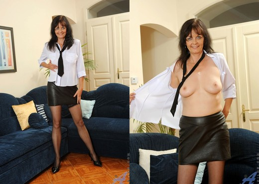 Renie - Couch - Anilos - MILF Image Gallery