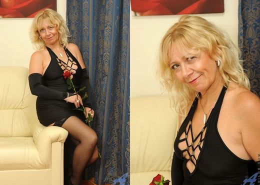 Sara Lynn - Elegant - Anilos - MILF Picture Gallery