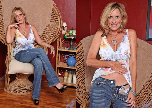 Jodi West - Big Dildo - Anilos - MILF Image Gallery