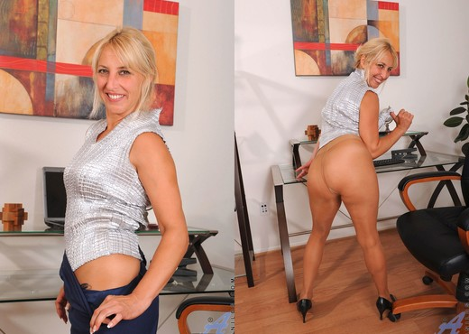 Andi Roxxx - Office - Anilos - MILF Picture Gallery