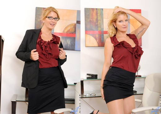 Robbye Bentley - Office - Anilos - MILF Sexy Gallery