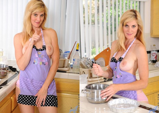 Kate Kastle - Kitchen - Anilos - MILF Hot Gallery