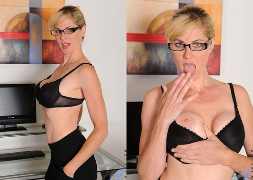 Kate Kastle - Purple Toy - Anilos - MILF Picture Gallery