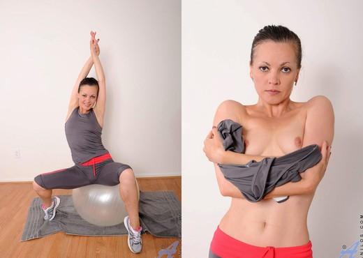 Claudia Adkins - Erotic Fitness - MILF Nude Gallery