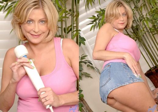 Lya Pink - Masturbation - Anilos - MILF Nude Pics