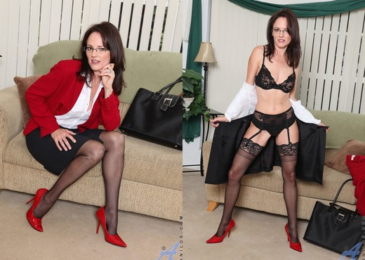 Danielle Reage - Business Woman - MILF Sexy Photo Gallery