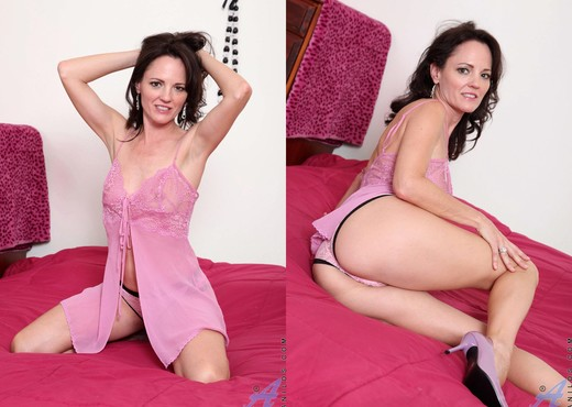 Danielle Reage - Pink Lingerie - MILF Sexy Gallery