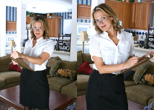Jolie - Horny Secretary - Anilos - MILF Hot Gallery