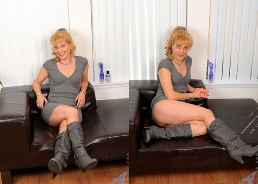 Angella Faith - Black Boots - MILF Sexy Photo Gallery