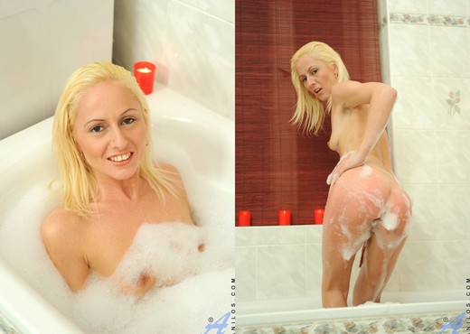Mischall Gold - Bathtub - Anilos - MILF Hot Gallery