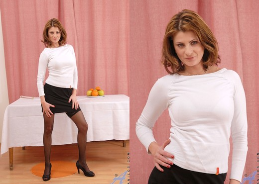 Maiky - Glass Toy - Anilos - MILF Picture Gallery