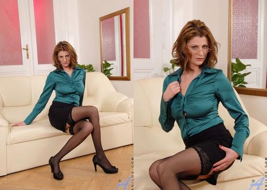 Maiky - Business Woman - Anilos - MILF Porn Gallery