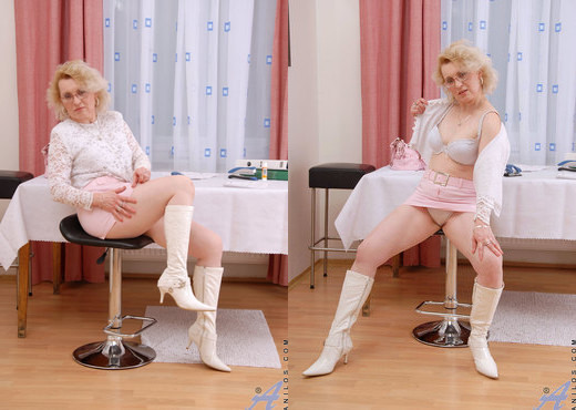 Jane - Vibrator Play - Anilos - MILF Sexy Gallery