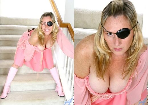 Jordan - Cougar Pirate - Anilos - MILF Nude Pics