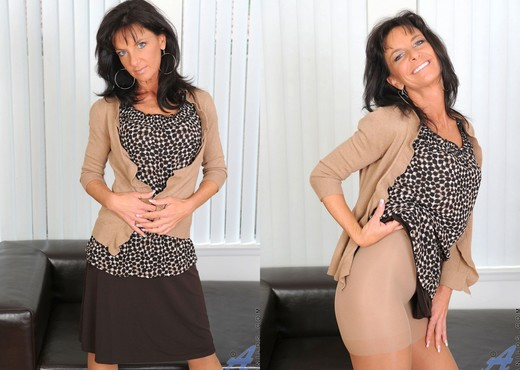 Sarah Bricks - Glass Toy - Anilos - MILF Sexy Gallery