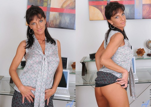 Sarah Bricks - Magic Wand - Anilos - MILF Image Gallery