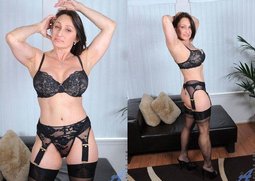 Jillian Foxxx - Black Lingerie - MILF Hot Gallery