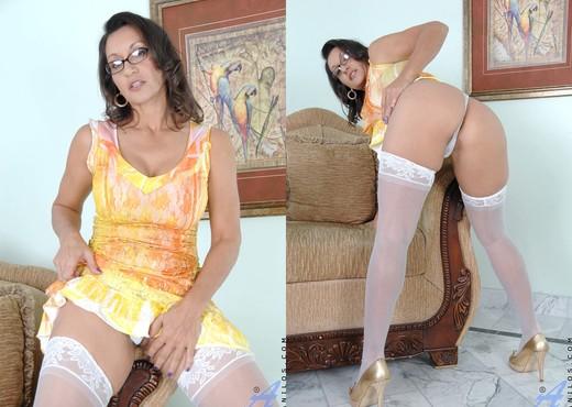 Persia Monir - Busty Cougar - MILF Image Gallery