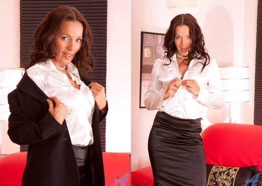 Marlyn - Business Woman - Anilos - MILF Sexy Gallery