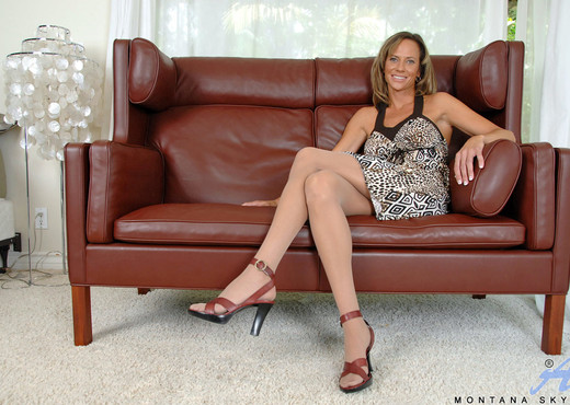 Montana Skye - Anilos Stockings - MILF HD Gallery