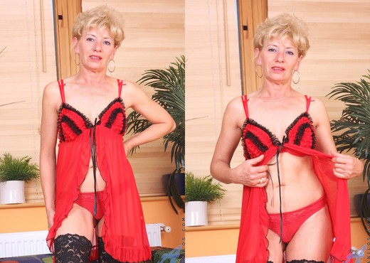 Susan Lee - Lingerie - Anilos - MILF Sexy Photo Gallery