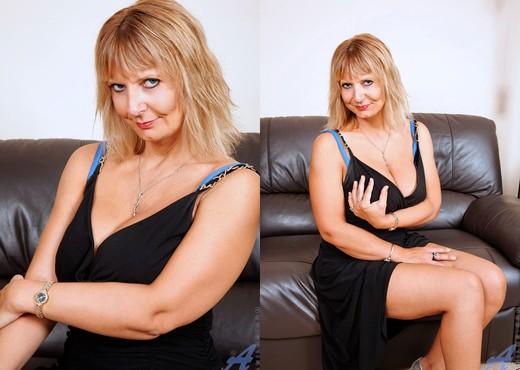 Alex - Classy Anilos - MILF Nude Pics