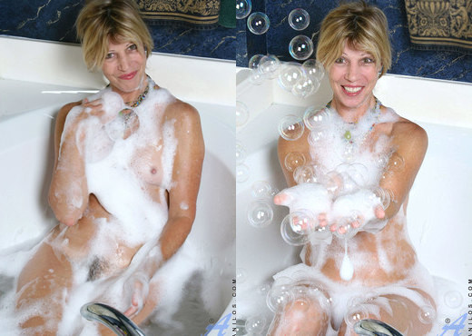 Rosetta - Bubble Bath - Anilos - MILF Picture Gallery