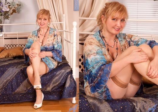 Emma - Sex Toy - Anilos - MILF Porn Gallery