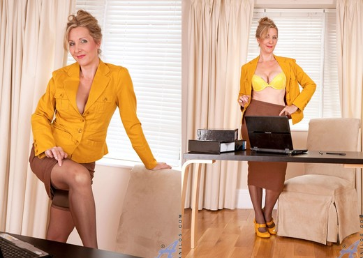 Camilla - Slutty Executive - MILF Image Gallery