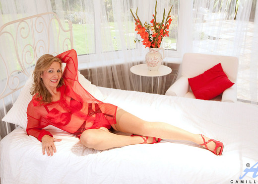 Camilla - Bedroom Temptress - MILF Hot Gallery