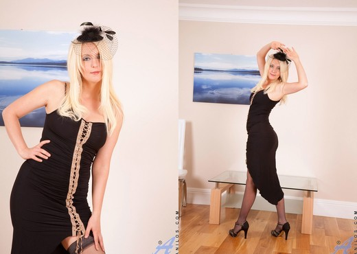 Yolanda - Black Dress - Anilos - MILF Picture Gallery