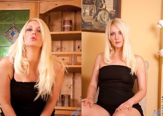 Yolanda - Black Thong - Anilos - MILF Porn Gallery