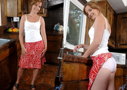 Sadie - Kitchen Sink - Anilos - MILF Image Gallery
