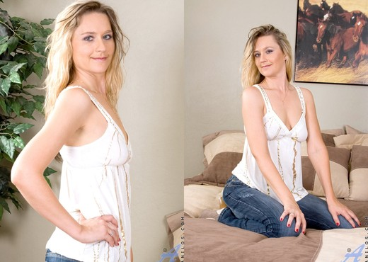 Nicole Logan - The Rabbit - Anilos - MILF Picture Gallery