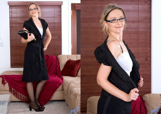 Nicole Logan - Stockings - Anilos - MILF Sexy Photo Gallery