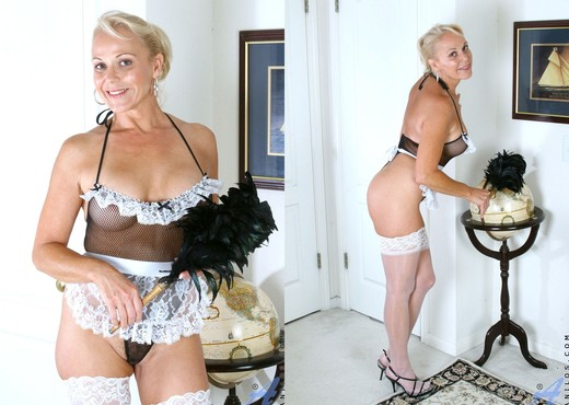 Veronica - Busty Housewife - MILF Image Gallery