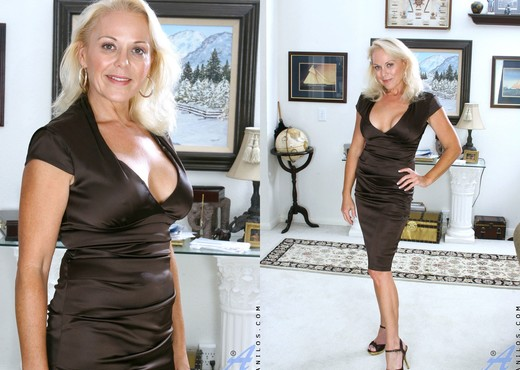 Veronica - Hot Blonde - Anilos - MILF Hot Gallery