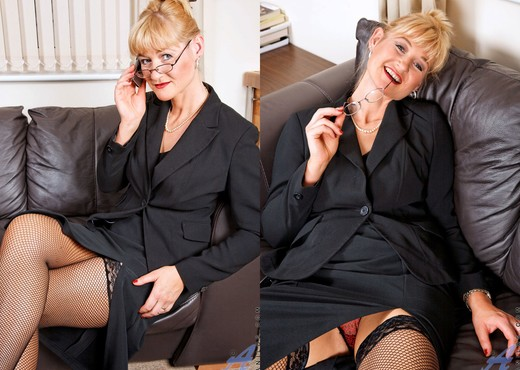 Suzy - Business Woman - Anilos - MILF Sexy Photo Gallery
