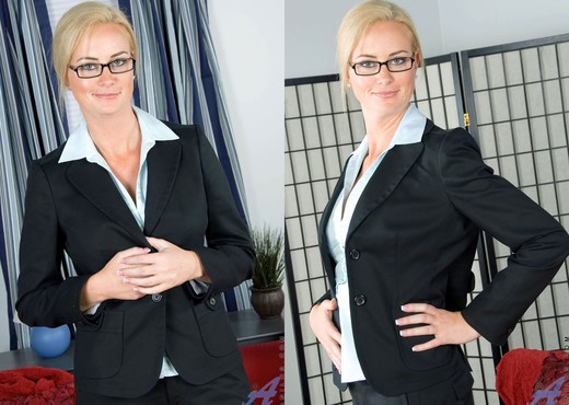 Camryn Cross - Office Slut - MILF Sexy Gallery